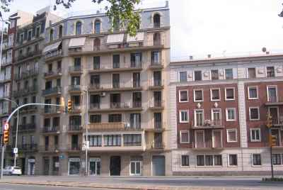 Premise with a tenant on the corner of two large streets in Barcelona